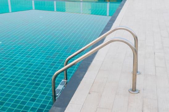 Pavé uni pour pavage de contour de piscine à Saint-Bruno